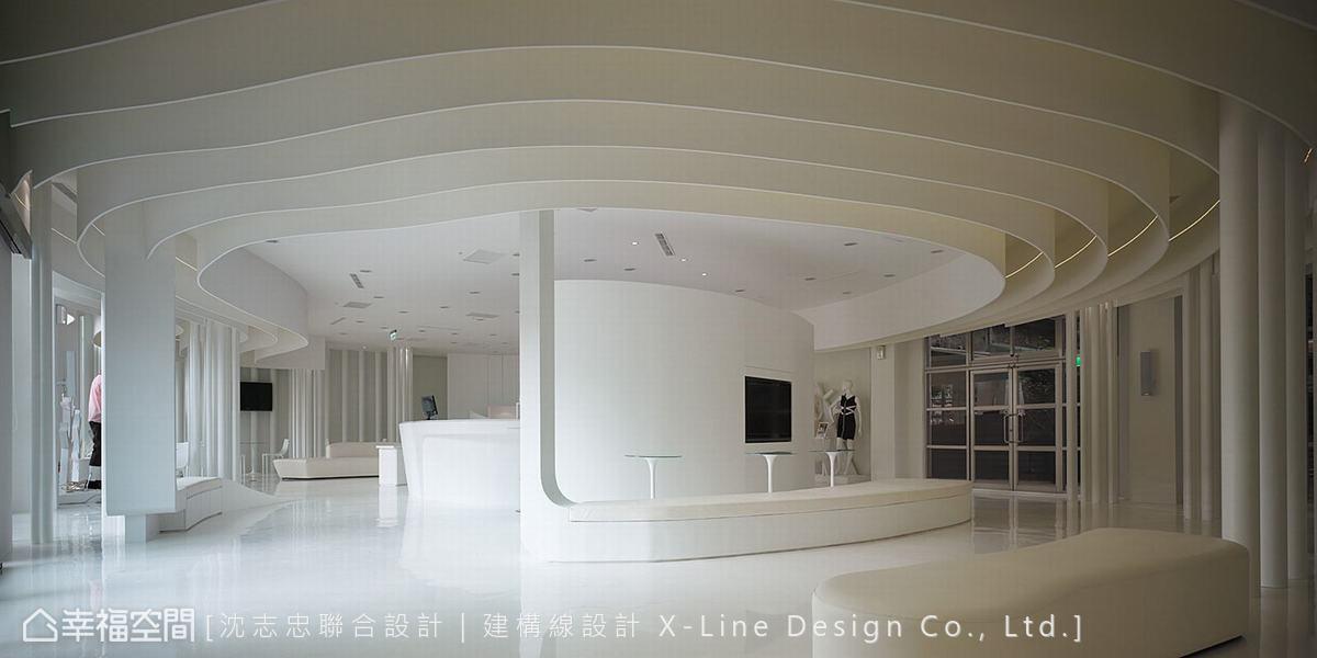 三楼为多功能活动展演空间,多功能弹性运用的概念设计,让空间可以因应