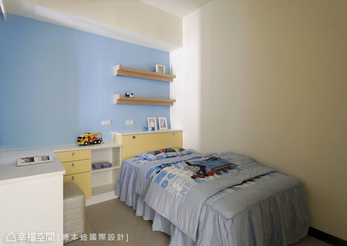 可爱的孩子房,床头柜与书柜一体成形l形的设计,加上4尺高的衣柜设计