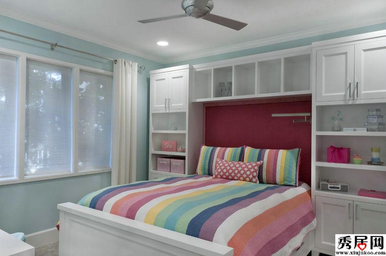 即:主卫隔墙满墙衣柜,床头设置书柜,书桌与电视柜组合.图片