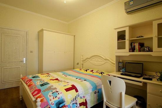 欧式卧室衣柜装修效果图7     在整体明快,简约,单纯的房屋空间里