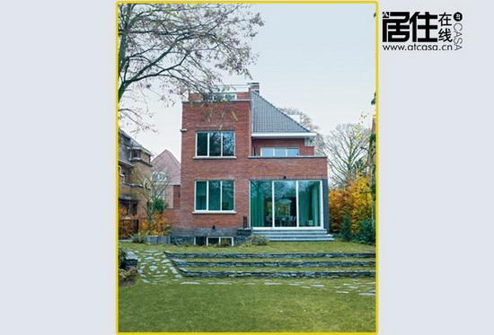 art deco建筑风格的砖墙别墅,大窗可俯瞰整个花园.