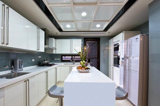 吧台吊顶装修效果图     吧台设置在厨房,采用的是中岛吧台的