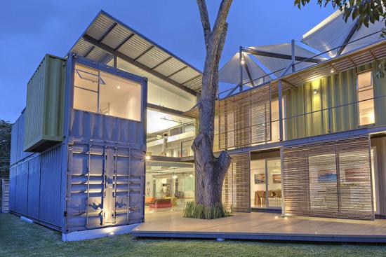 全方位环保的设计      编辑点评:北美洲的设计师利用了集装箱和原始