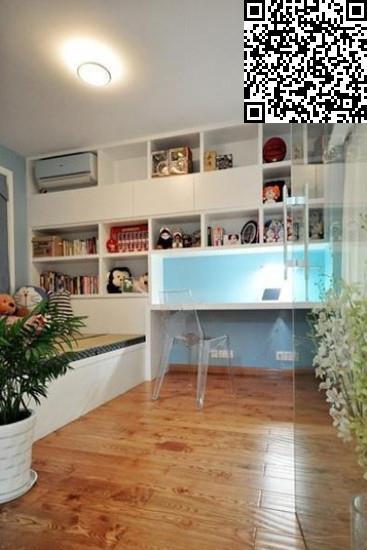 小户型的设计,玻璃隔断既把卧室区域分隔出来,透明的质感让室内空间