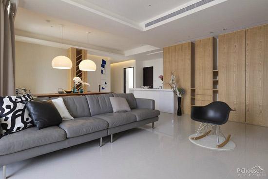 图中案例为现代欧式装修风格,设计师欲营造客厅挑高及比例延伸,天花