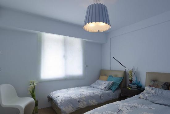 儿童房吊顶造型设计推荐     浅蓝色的吊顶设计,让整个卧室给图片