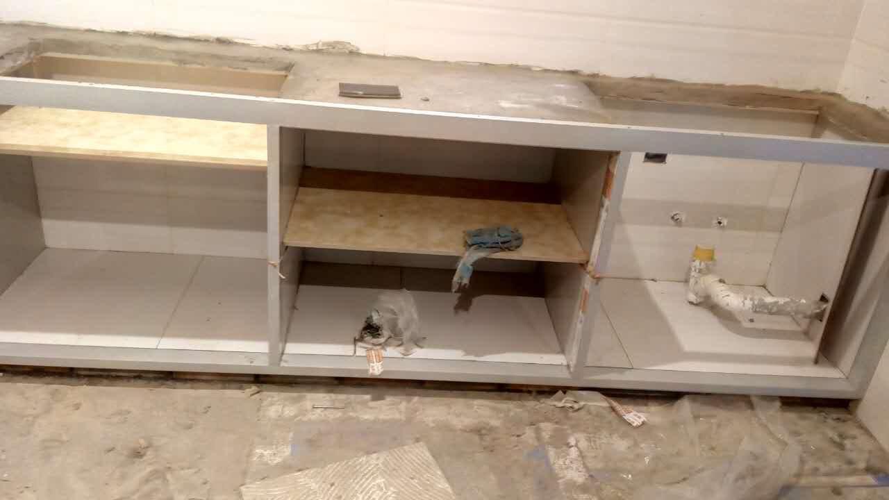 纠结~燃气灶下面的橱柜要不要做隔断