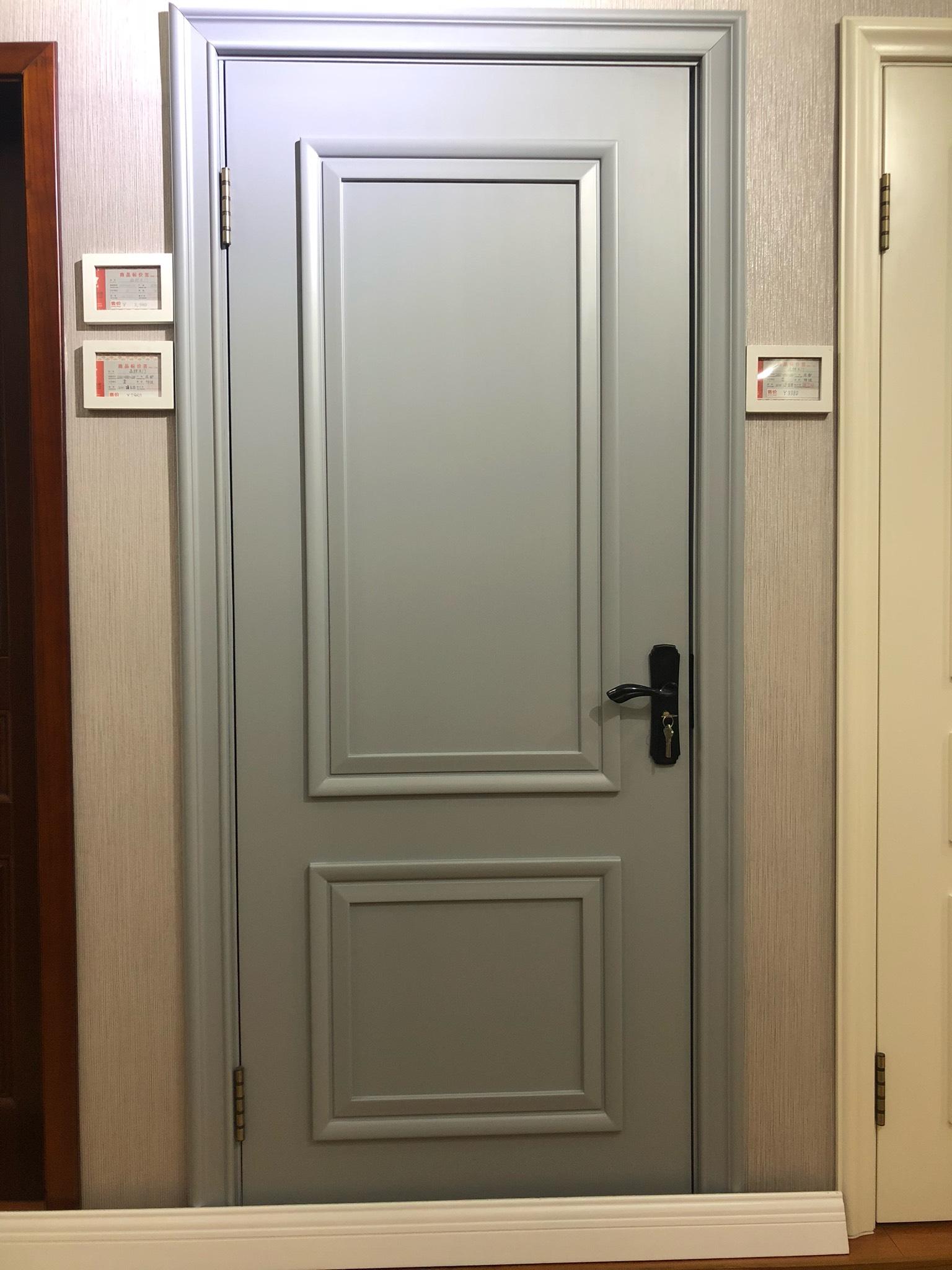 如果卧室门改成灰蓝色了,那么卫生间的白色铝合金门也要改么?