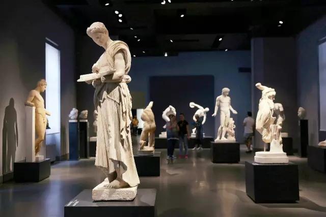 戴克里先浴场最大,但我认为它后世经过了改建和利用,并不能还原古罗马