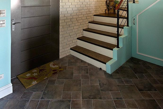 美式风格典型的绿色加上怀旧楼梯.图片