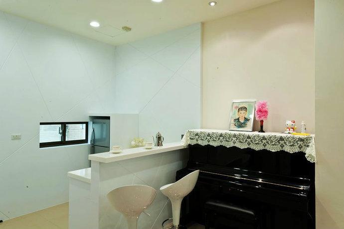 165平简约复式别墅客厅背景墙装修效果图