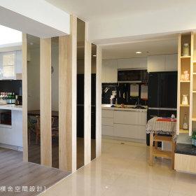 现代简约厨房隔断装修案例