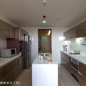 现代简约厨房案例展示