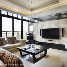 现代简约客厅沙发电视墙设计案例展示
