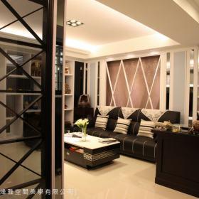 现代简约客厅隔断背景墙沙发装修效果展示
