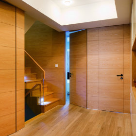 美式混搭复式楼楼梯装修图