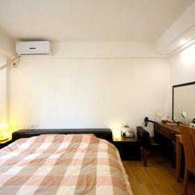 卧室工作区衣柜梳妆台妆台大床装修案例