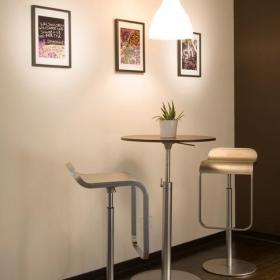 现代简约时尚前卫厨房吧台椅效果图
