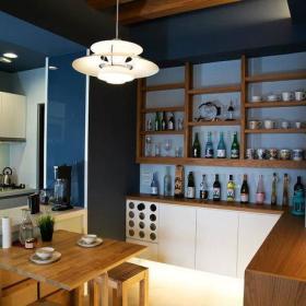 75平现代客厅餐厅电视墙储物柜装修效果图