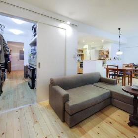 客厅桌子推拉门木地板图片