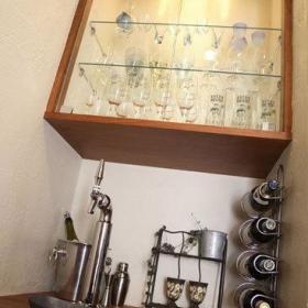 现代浪漫客厅玄关酒柜酒架玄关柜射灯装修案例