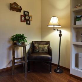 美式沙发台灯单人沙发设计案例